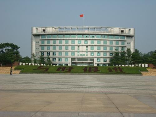 深圳市光明新区新坡头市场到深圳高铁站应该乘坐几路公交车?